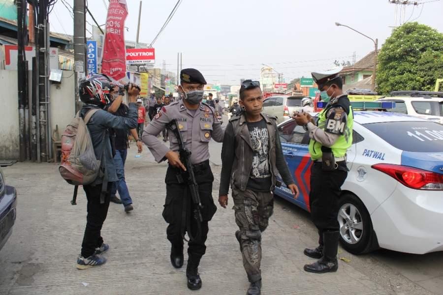 Anak punk digelandang polisi ke Mapolresta Tangerang untuk diberi  pembinaan.